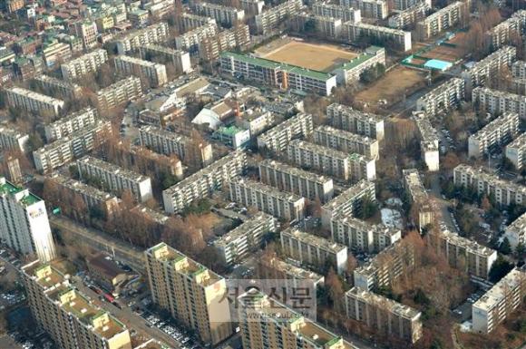 재건축 아파트가 몰려 있는 서울 강남구 개포동 일대 전경. 올해 8단지와 4단지에서 일반 분양 물량이 대거 공급된다.  서울신문 DB