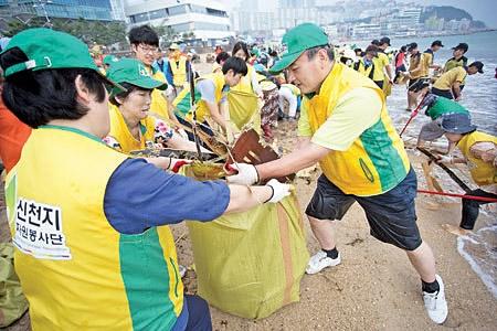태풍 피해 복구 봉사 신천지예수교회 제공
