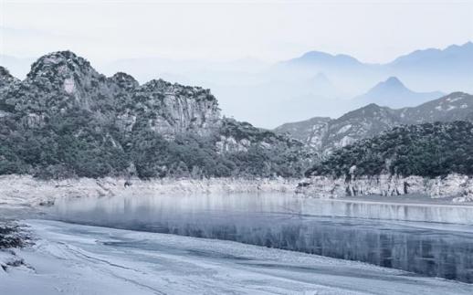 충주호 유람선을 타볼 수 있는 호수 2경인 단양군 단성면 장회나루도 추천한다. 이곳은 퇴계 이황과 기녀 두향의 사랑이 깃든 곳이기도 하다. 충북도 제공
