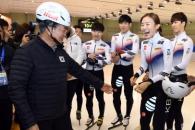 [서울포토] 문재인 대통령 헬멧 착용 모습에 '웃음꽃…