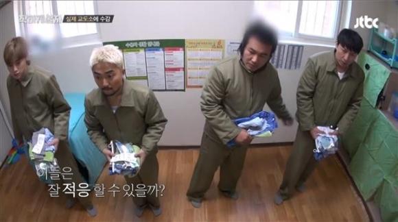 진짜 범죄자들을 수용하고 있는 여주교도소에 입소한 권현빈, 유병재, 김보성, 박건형이 수용복으로 갈아입은 뒤 방을 배정받았다. 가상 입소임에도 출연자들의 얼굴에 긴장한 표정이 역력하다. JTBC '착하게 살자' 캡처