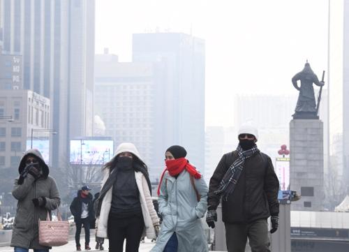 만성폐쇄성폐질환(COPD)은 미세먼지의 영향을 많이 받는다. 봄철에 환자가 많은 것은 그 때문이다. 흡연과 결합하면 위험성은 훨씬 더 높아진다. 서울신문 DB