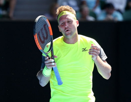 테니스 샌드그렌이 24일 호주 멜버른에서 열린 2018 호주오픈 테니스대회 남자단식 8강전에서 정현과의 경기가 잘 풀리지 않나 얼굴을 찡그리고 있다. 펜타프레스 연합뉴스