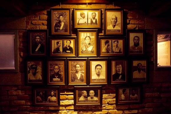 서대문형무소 역사관에 전시된 독립투사들의 사진.