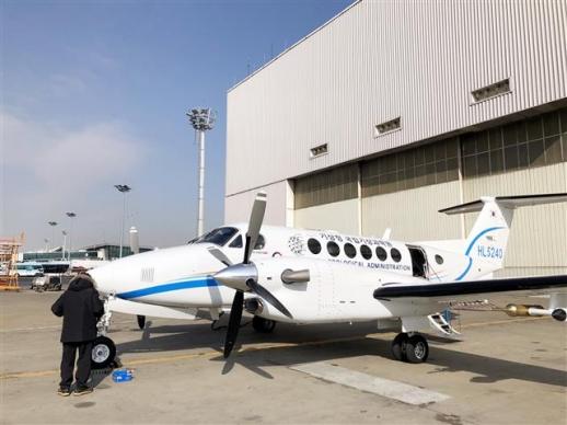 평창동계올림픽 기간 동안 기상 지원에 나설 기상청의 기상항공기가 김포공항 계류장에서 첫 비행을 기다리고 있다. [기상청 제공]