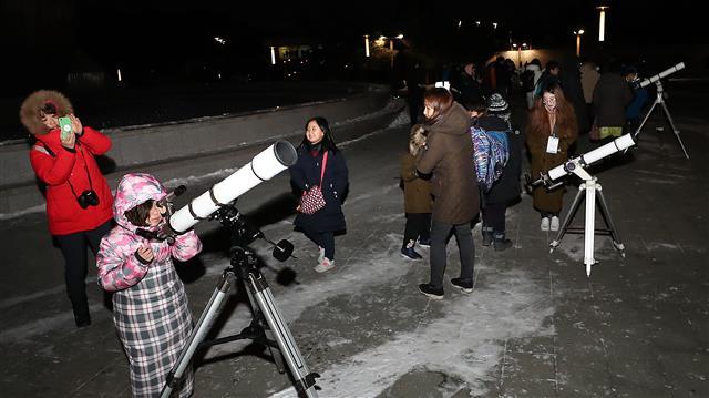 오늘 개기월식은 천체망원경으로