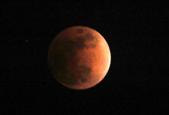 지구그림자에 붉어진 달