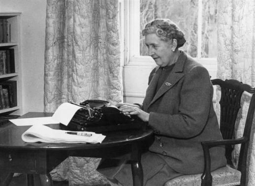 추리소설 속의 여성 탐정은 체제에 전혀 위협적이지 않은 존재여야 했다. 사진은 노처녀 탐정 '미스 마플'을 만든 여성 작가 애거사 크리스티. 소나무 제공
