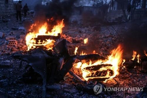 시리아서 격추돼 불타는 러시아 공군기 잔해 [EPA=연합뉴스]