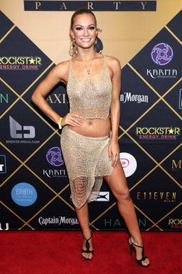맥심 모델 케이틀린 오코너가 3일(현지시간) 미국 미네소타주 미니애폴리스의 맥심 돔에서 열린 '맥심 슈퍼 볼 파티(Maxim Super Bowl Party)'에 참석해 포즈를 취하고 있다. AP 연합뉴스