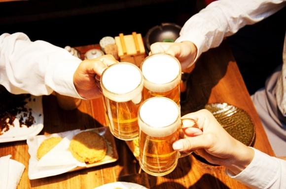 국제대회가 있는 날이면'치맥'판매량이 2~3배 증가한다. 그러나 맥주를 지나치게 많이 마시면 통풍 위험이 크게 높아져 주의해야 한다. 서울신문 DB