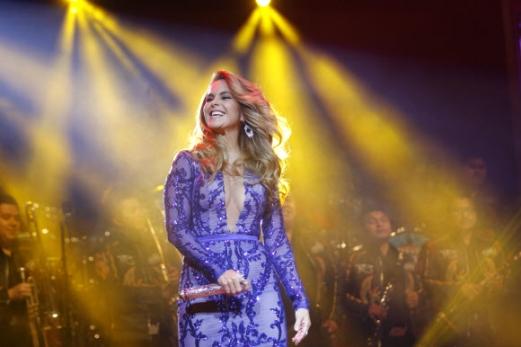 멕시코 가수 루쎄로가 6일(현지시간) 멕시코 멕시코시티에서 멋진 공연을 펼치고 있다. EPA 연합뉴스