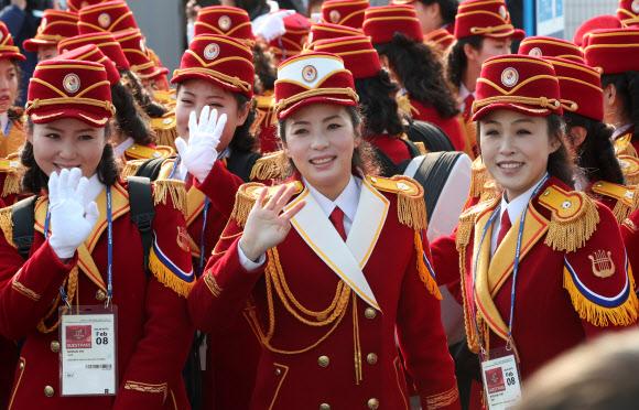 """북한 응원단 """"이제껏 보지 못한 응원 보여주겠습니다"""""""