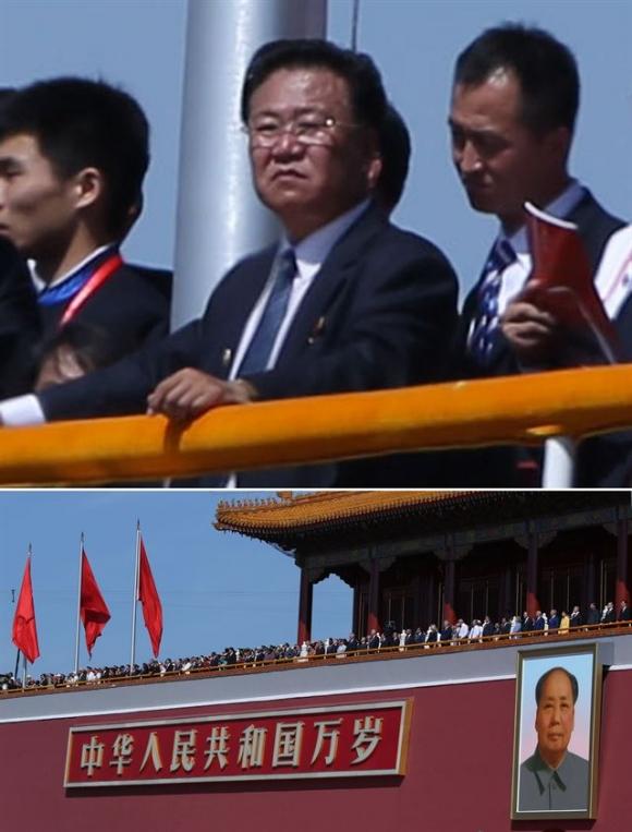 천안문 망루 말석에서 중국 열병식을 지켜보는 최룡해. 베이징 연합뉴스