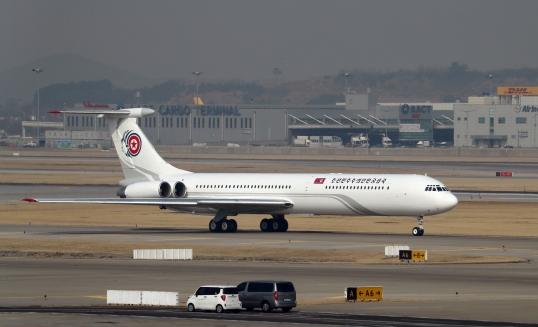 김여정 등 북 고위급 대표단 전용기, 인천공항 도착