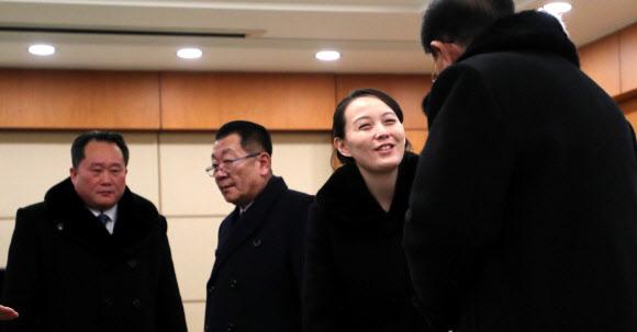 환하게 웃는 김여정