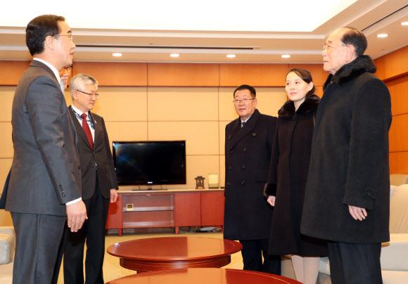 조명균 통일장관, 김영남·김여정·최휘 북 고위급 대표단 영접