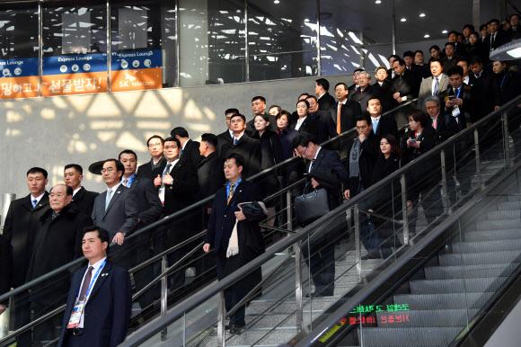 북 고위급 대표단, 평창행 KTX 타기 위해 이동