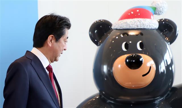 아베 日 총리 '네가 반다비니?'