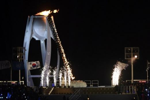 올림픽 성화 타오르다