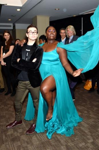 10일(현지시간) 미국 뉴욕에서 열린 뉴욕패션위크에서 영화배우 다니엘 브룩스가 디자이너 크리스찬 시리아노와 패션쇼가 끝난 뒤 기념촬영을 하고 있다. AFP 연합뉴스