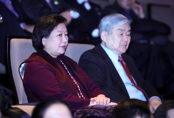 [올림픽] 북한 예술단 공연 관람하는 현정은-조양호