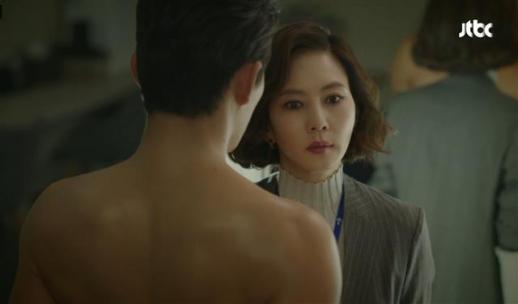 드라마 시청 등급은 표현 수위에 따라 달라진다. 치정 미스테리물을 표방한 JTBC '미스티'는 애정 표현의 수위가 높은 초반 3회까지 19세 이상 관람가로 설정했고, 이후 15세 이상으로 하향 조정했다. JTBC 제공