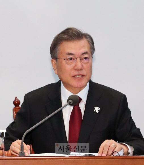 문재인 대통령이 13일 오전 여민관에서 열린 국무회의에서 모두 발언을 하고 있다. 안주영 기자 jya@seoul.co.kr