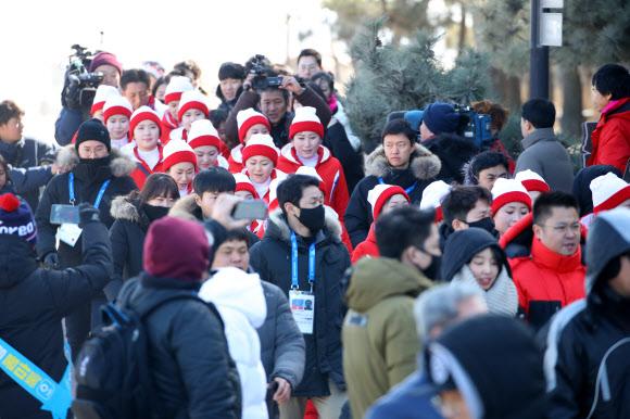 [올림픽] 첫 나들이 나선  북한 응원단