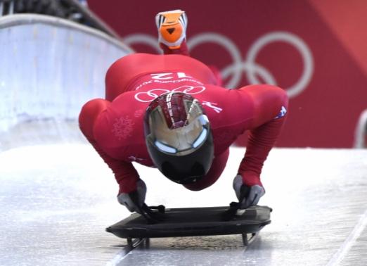 스켈레톤 남자 세계 랭킹 1위 윤성빈이 13일 강원 평창 알펜시아 슬라이딩센터에서 진행된 공식 훈련 도중 힘차게 스타트하고 있다. 평창 박지환 기자 popocar@seoul.co.kr