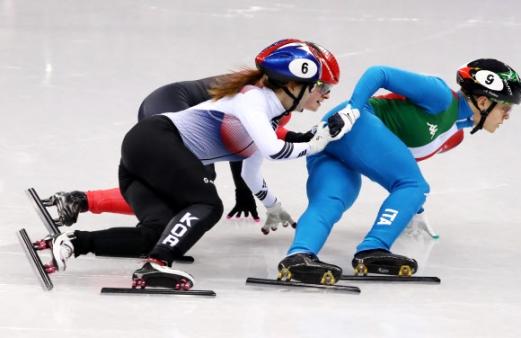 최민정이 13일 강릉 아이스아레나에서 열린 평창동계올림픽 쇼트트랙 여자 500m 결선 마지막 바퀴를 남겨놓고 치열하게 코너를 파고들고 있다. 2018.2.13연합뉴스