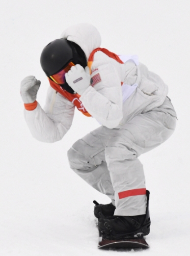 14일 오전 평창 휘닉스 스노 경기장에서 열린 2018 평창 동계올림픽 남자 하프파이프 결승에서 미국 숀화이트가 3라운드 경기를 마치고 내려오며 기뻐하고 있다. 박지환 기자 popocar@seoul.co.kr
