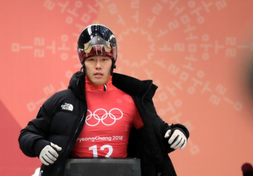 윤성빈은 설 연휴 첫날인 15일부터 이틀간 경기에 출전해 아시아 사상 첫 썰매 종목 금메달이라는 대기록에 도전한다.  평창 연합뉴스