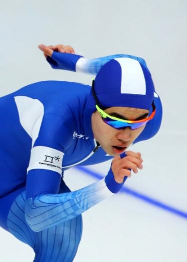김민석이 지난 13일 평창동계올림픽 스피드스케이팅 남자 1500m에서 힘찬 레이스를 펼치고 있다. 이날 아시아 최초로 메달(3위)을 따낸 김민석은 '제2의 이승훈'이라는 꼬리표를 떼고 한국 빙속의 새로운 에이스로 거듭났다.   강릉 연합뉴스