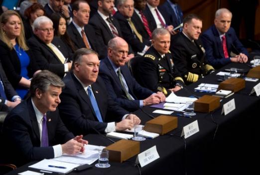 美정보기관 수장들 상원 출석 미국 정보기관 수장들이 13일(현지시간) 워싱턴DC 국회의사당에서 상원 정보위원회가 주최한 '전 세계 위협에 관한 연례 청문회'에 출석해 북한의 핵·미사일 위협에 대해 증언하고 있다. 앞줄 왼쪽부터 크리스토퍼 레이 연방수사국(FBI) 국장, 마이크 폼페이오 중앙정보국(CIA) 국장, 댄 코츠 국가정보국(DNI) 국장, 로버트 애슐리 국방정보국(DIA) 국장, 마이클 로저스 국가안보국(NSA) 국장, 로버트 카딜로 국가지리정보국(NGIA) 국장.  워싱턴 AFP 연합뉴스