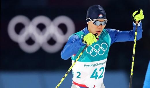 한국 선수 최초로 올림픽 노르딕 복합에 출전한 박제언이 14일 강원 평창의 올림픽파크 크로스컨트리센터에서 열린 평창동계올림픽 남자 개인 크로스컨트리스키 10㎞에서 힘차게 출발하고 있다.  평창 연합뉴스