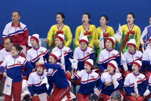 [올림픽] 아쉬워 하는 북측 응원단
