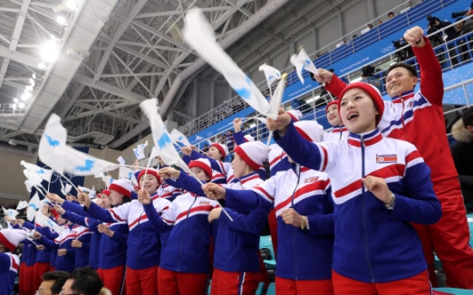 [올림픽] 환호하는 북측 응원단