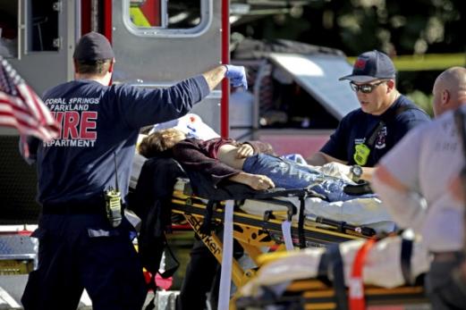 미국 플로리다주 파크랜드에 위치한 마조리 스톤맨 더글라스 고등학교에서 14일(현지시간) 오후 총기 난사 사건이 발생했다. AP 연합뉴스