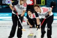 -올림픽- 여자컬링, 세계최강 캐나다 백기 받아내다……