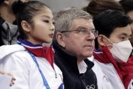 [포토] 바흐 IOC 위원장, 렴대옥-김주식 사이 앉아 경…