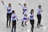 [서울포토] 쇼트트랙 여자 3000m 계주…태극기 들고 '…