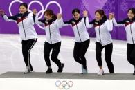 [서울포토] 쇼트트랙 여자 계주 선수들, 손에 손잡고 …