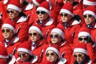 [서울포토] 북한 응원단, 통일된 복장과 선글라스 '응…