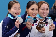 [서울포토] 은메달 목에 건 여자 컬링대표팀