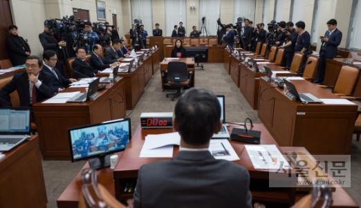 김영철 방남과 관련해 자유한국당이 국방위를 긴급소집한 28일 국방위 소속 여당 의원들이 불참, 회의가 정상적으로 진행되지 못하고 있다. 이종원 선임기자 jongwon@seoul.co.kr
