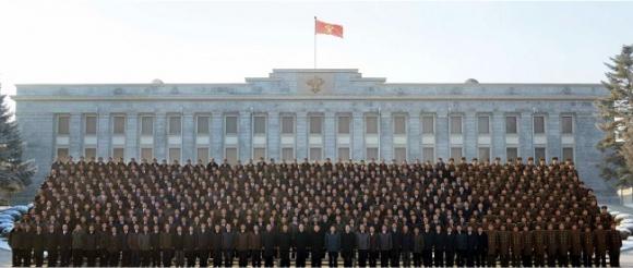 우리의 청와대 비서실에 해당하는 북한 노동당 서기실이 입주해 있는 중앙당 본 청사 건물. 이 건물에는 김정은 노동당 위원장의 여러 집무실 중 하나가 위치해 있다. 지난 1월 1일 김정은이 새해 신년사를 발표할 당시 조선중앙TV는 이 건물을 장소로 비췄다. 노동신문