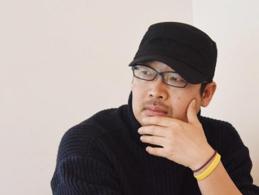 20년 전 구치소에서 겪었던 8개월간의 경험을 다룬 만화 '좁은방'의 작가 김홍모. 최해국 선임기자 seaworld@seoul.co.kr