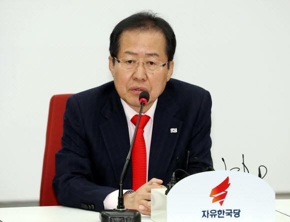 발언하는 홍준표 대표 연합뉴스