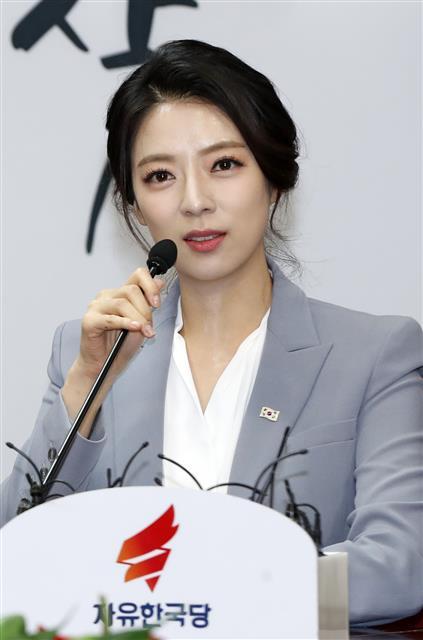 배현진 전 MBC 아나운서, 자유한국당 입당